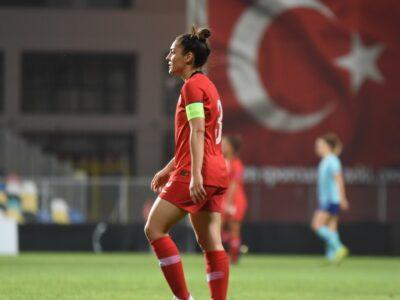Bir Kız Çocuğunun Tutku Dolu Oyunu: Futbol