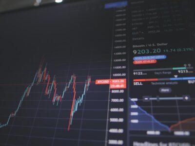 Güvenin ve Kontrolün Yeniden İnşası: Merkeziyetsiz Finans (DeFi) Uygulamaları