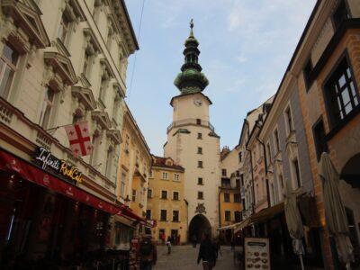Bratislava Başlari, Kuraktur Kazilmayi; Oyna Güzelum Oyna, Günahun Yazilmayi